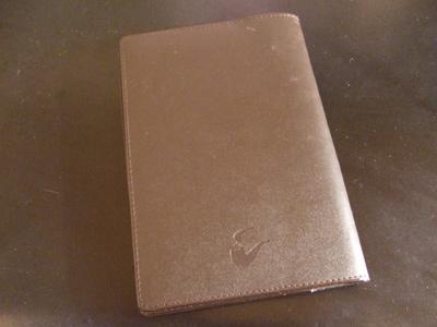 お気に入りの文庫本に被せている革製のブックカバー