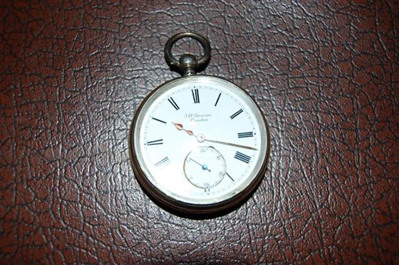 鍵巻き式-1890年製J.W.Benson(J.W.ベンソン)の銀無垢懐中時計~正面