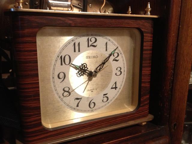 古いSEIKOの置時計(クォーツ)