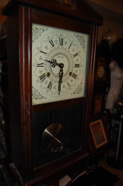 古いSEIKOの壁掛け式振り子時計