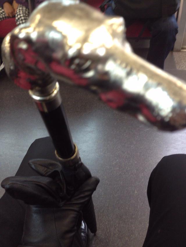 フォックス・アンブレラズの傘とデンツ(DENTS)の手袋
