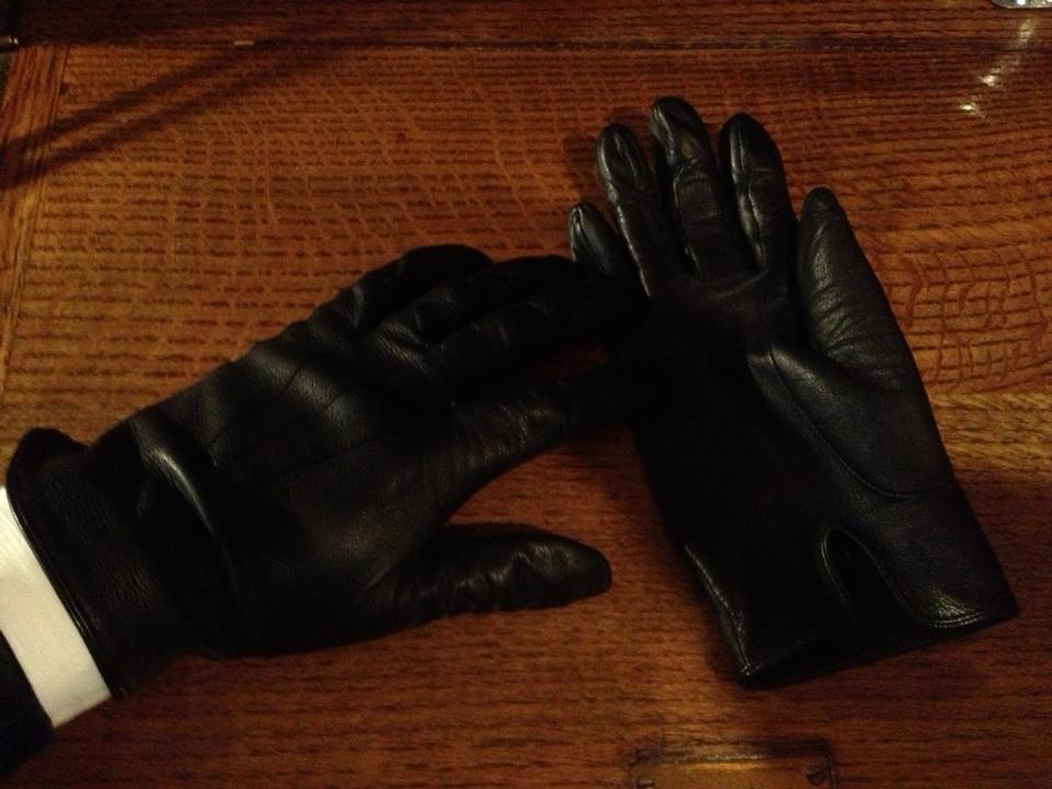 英国製DENTS(デンツ)のラム皮手袋・レザーグローブ