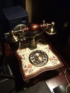 クラシックでアンティーク風な電話機