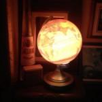 地球儀のライトで、ヴンダーカンマー的な空間を目指す。