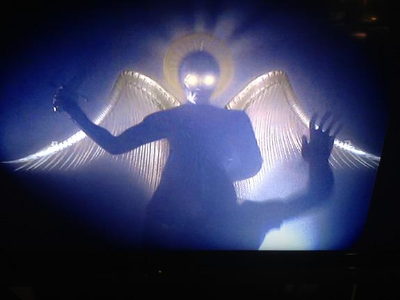 『地球で最後の男(原題:DARK HEAVEN)』に出てくる謎の天使だか堕天使だかの着ぐるみ。動きとか、物凄くドンクサイの。