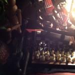 インテリア小物:チェスボードと駒をディスプレイ。