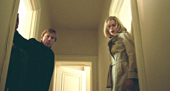 ニコール・キッドマン&ダニエル・クレイグのSF映画『インベージョン(原題:The Invasion)』からの一コマ。