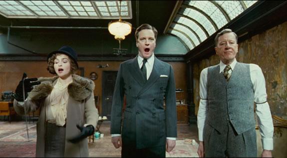 コリン・ファース、ジェフリー・ラッシュ、ヘレナ・ボナム=カーター出演の映画『英国王のスピーチ(原題:The King's Speech)』からの一コマ