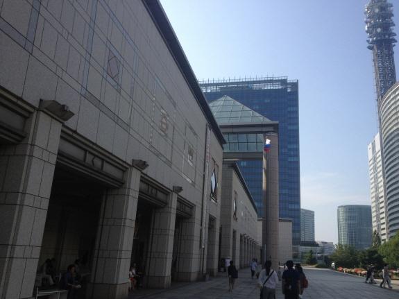 『プーシキン美術館展 フランス絵画300年』を開催中の桜木町・みなとみらいにある横浜美術館。