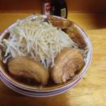 ラーメン二郎インスパイア系『豚親分』 :東急東横線白楽駅