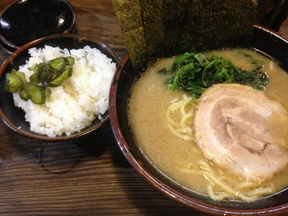 家系ラーメンの介一家成瀬店:JR横浜線成瀬駅のラーメンとおかわり無料のライス!