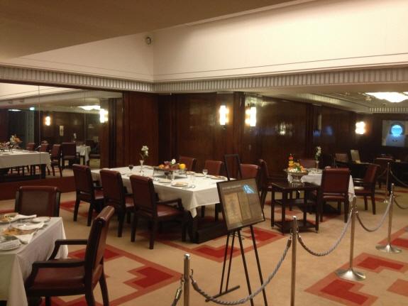 豪華な氷川丸の一等食堂