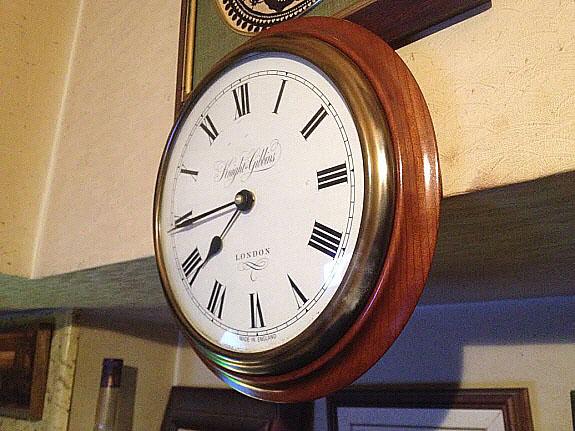 英国Knight & Gibbins Londonのアンティーク風壁掛け時計