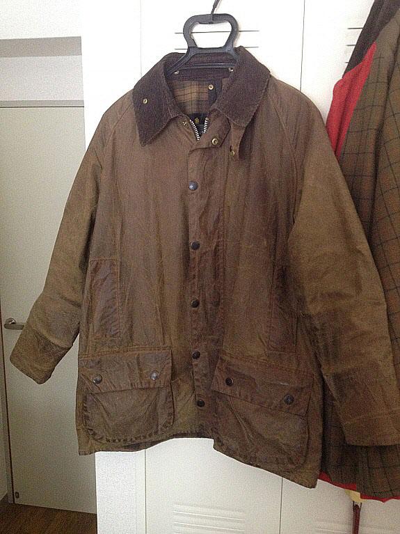 Barbour(バブアー/バーヴァー)のオイルドジャケット【BEAUFORT(ビューフォート)】、ブラウン色。