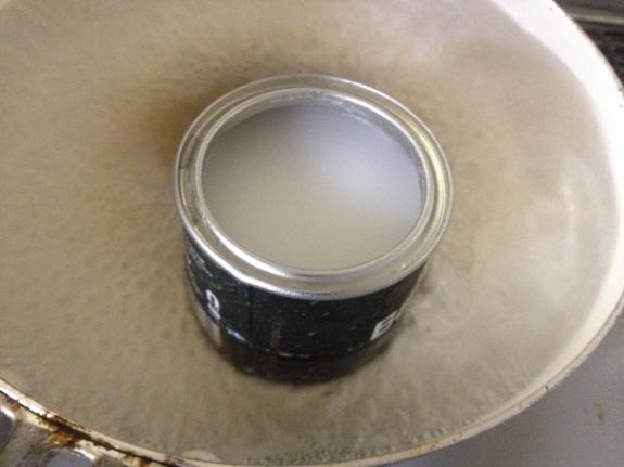 Barbour(バブアー/バーヴァー)のリプルーフ用オイルを湯煎しているところ