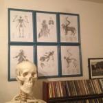 壁掛けインテリア:安価で安易な額縁と幻獣の絵