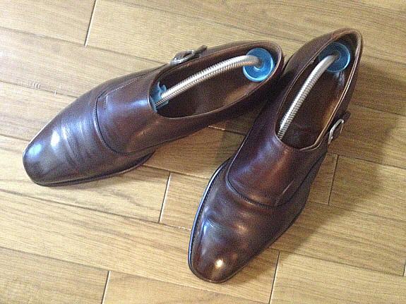英国靴:チーニー(CHEANEY)のサイドモンクストラップシューズを上から眺める