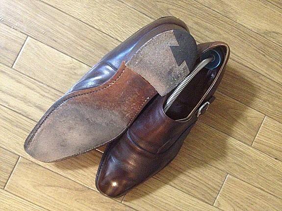 英国靴:チーニー(CHEANEY)のサイドモンクストラップシューズの革底。そろそろオールソールの時期?