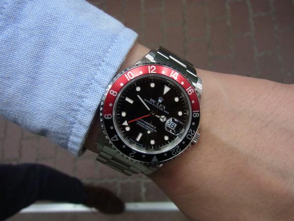 ロレックス(ROLEX)のGMTマスター2 赤黒コンビベゼル~アップで撮影:Ref.16710