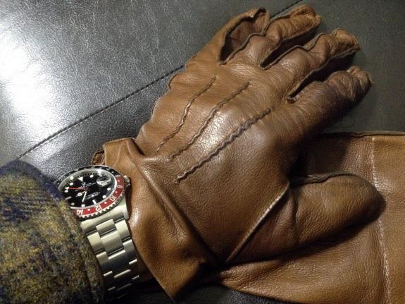 エイジングが素晴らしい英国製Dunhill(ダンヒル)の革手袋・レザーグローブ(ブラウン)とロレックスのGMTマスター(16710)