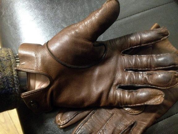 良い感じにエイジング中の英国製Dunhill(ダンヒル)の革手袋・レザーグローブ(ブラウン)