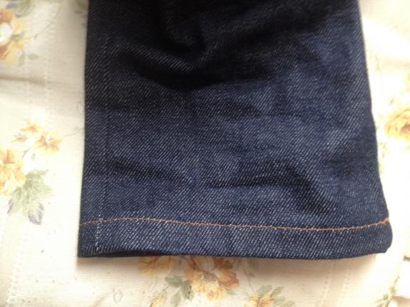 裾の様子:デニムのエイジング・色落ち記録2:A.P.C.(アーペーセー)のジーンズ【PETIT NEW STANDARD(プチニュースタンダード)】